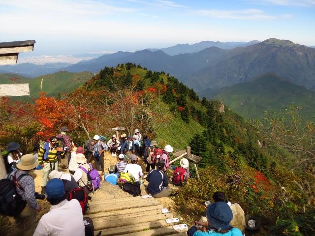 石鎚山、混雑する登山道