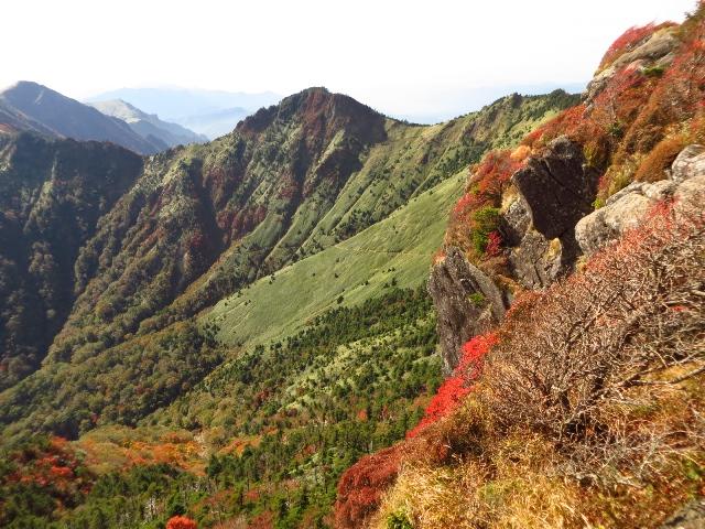 石鎚山、から二ノ森方面を望む