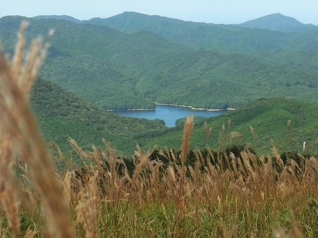 深入山山頂から聖湖を望む